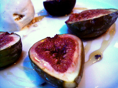 And here comes my favourite part. Dessert!! Roasted black figs with lavendar honey and vanilla ice cream. Need I say more??