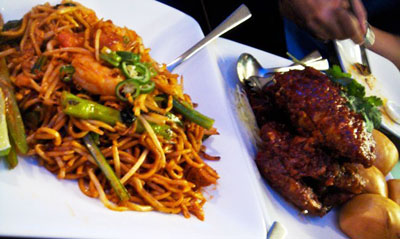 Mee goreng and chilli crab with mantou
